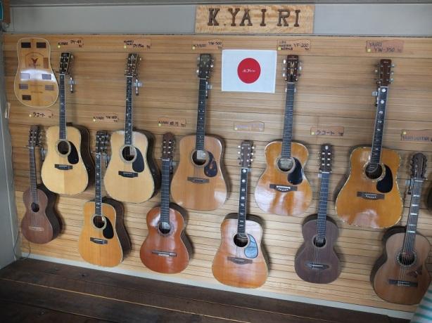 ホールの壁には歴代のK.Yairiが展示されています。かなり古いものもあって・・・